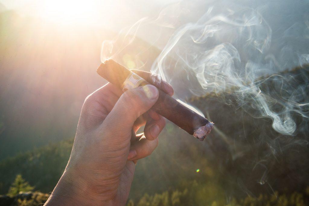 cigar-1281672_1920